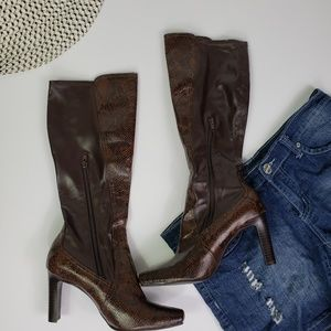 Womens knee high boots. Size 8M